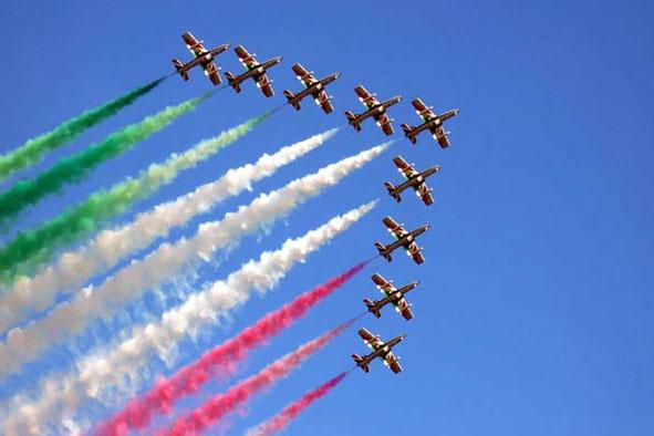 Un'esibizione della Pattuglia acrobatica delle Frecce Tricolori