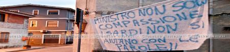 Torpè, striscione polemico contro il Ministro Lupi (foto S. Novellu - Cronache Nuoresi)