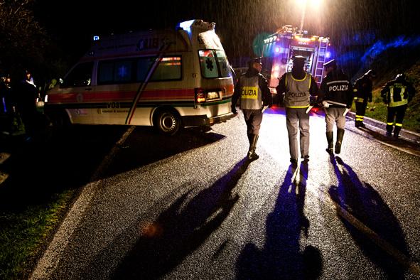 Motociclista tedesco perde il controllo del mezzo ed esce fuori strada