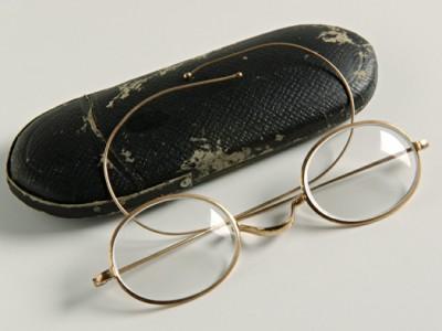 Gli occhiali del Premio Nobel Grazia Deledda