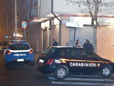 Polizia e Carabinieri sul luogo della rapina (foto S.Novellu - Cronache Nuoresi)