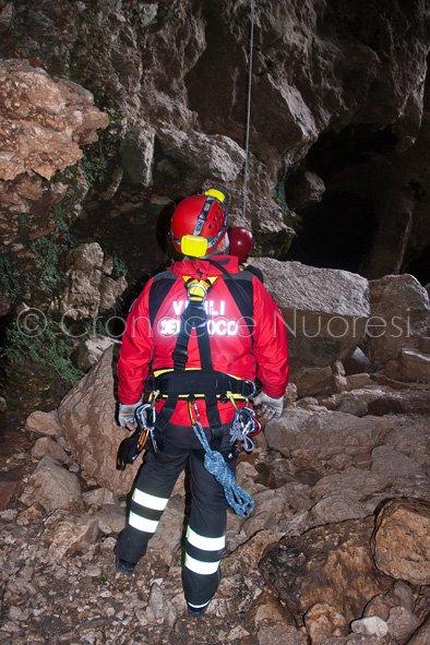 """Esercitazione Vigili del fuoco alla """"Grotta de Sa oche"""" (© foto S. Meloni)"""