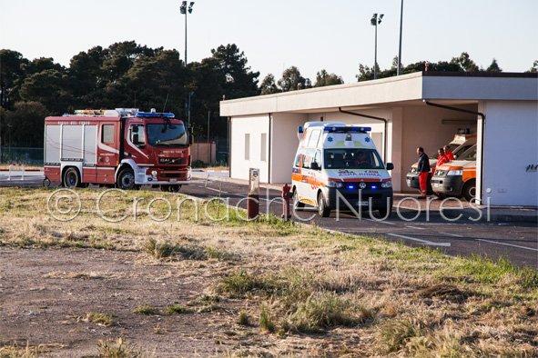 Il trasporto in ospedale dell'escursionista ferita (© foto Salvatore Novellu)