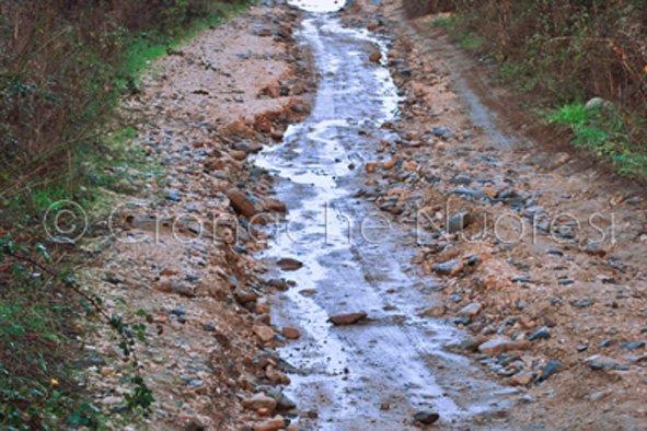 Oliena, strada di penetrazione agraria danneggiata dall'alluvione (© foto Cronache Nuoresi)