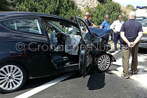 La Ford Fiesta coinvolta nel frontale (© foto Cronache Nuoresi)