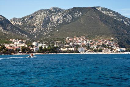 Veduta di Cala Gonone dal mare (© foto S. Novellu)