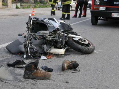Una motocicletta coinvolta in un incidente
