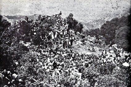 1901: La folla dei fedeli assiste alla inaugurazione della statua del Redentore