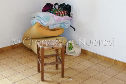 I pochi bagagli della famiglia (© foto Cronache Nuoresi)