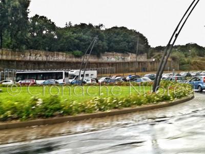 Traffico bloccato all'altezza della rotonda di via Mannironi (©foto Cronache Nuoresi)