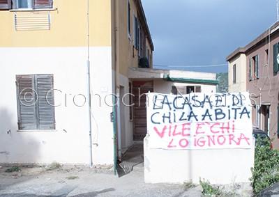 L'abitazione occupata (foto Cronache Nuoresi)