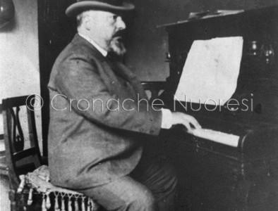 Priamo Gallisay al piano