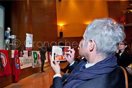 Francesco Pigliaru incontra i suoi elettori all'Eliseo (© foto S.Novellu)