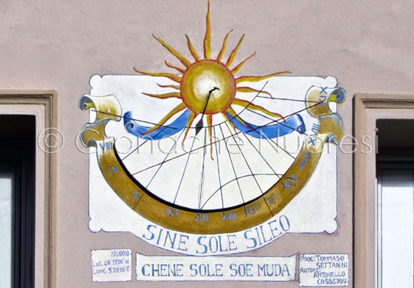 Ricompare l'orologio solare nell'ottocentesco palazzo Fois–Chironi di Via Aspromonte
