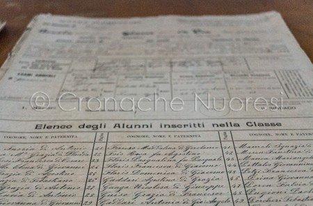 Uno dei documenti scolastici in mostra all'Istituto Podda (© foto S.Novellu)