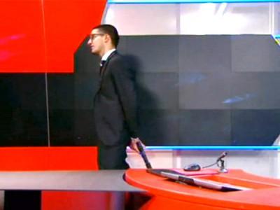 L'uomo armato durante l'irruzione in tv