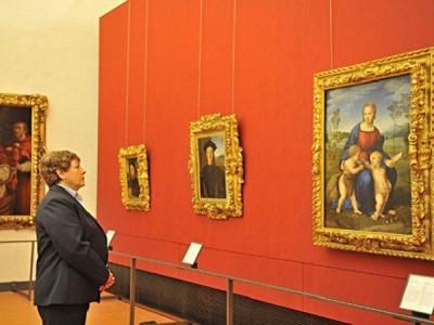 Una sala degli Uffizi a Firenze