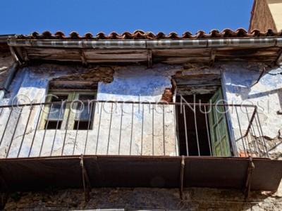 Particolare di una vecchia casa di Tonara (© foto S.Novellu)