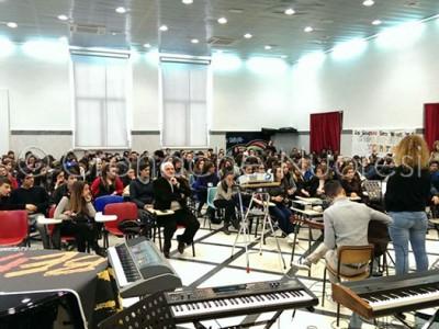 Un momento dell'incotro tra gli studenti del Liceo Satta e Bolzoni (foto © Gianfranco Locci)