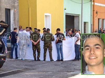 La scena del delitto di Orune e nel riquadro un ritratto di Gianluca Monni