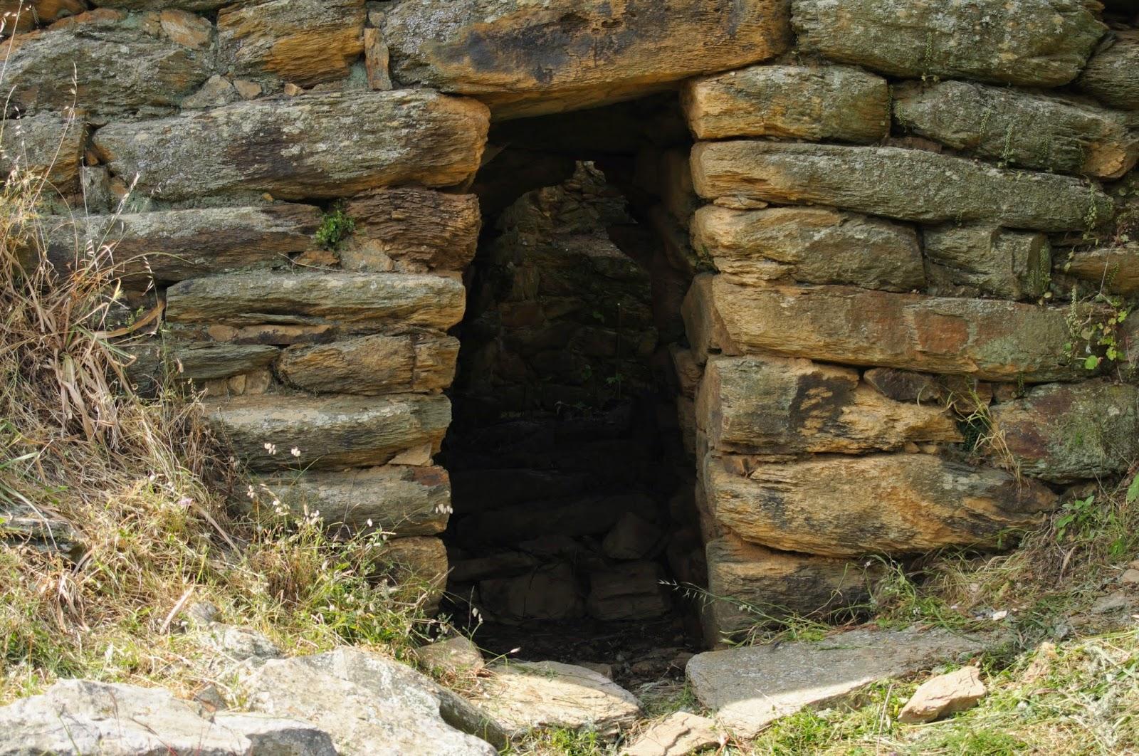 Iglesias: pozzo sacro riemerge da una collina. Ora paradiso del trekking