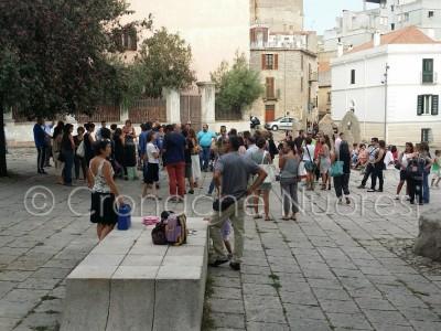 Un momento dell'incontro sulla Buona scuola in piazza Satta (© foto S.Novellu)