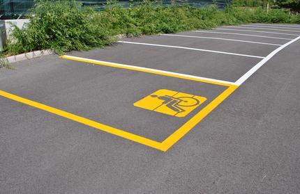 Disabilità: multe più salate per chi parcheggia indebitamente negli spazi dei disabili