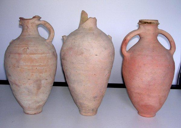 La Maddalena: recuperate anfore di età romana abbandonate in cunetta dentro sacchi di spazzatura