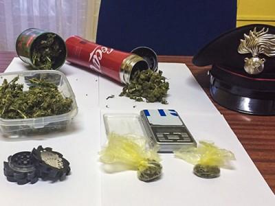 La droga e il bilancino di precisione sequestrate a S.Maria Navarrese