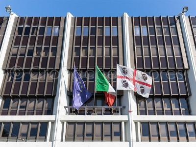 La facciata del palazzo del Consiglio Regionale della Sardegna (© foto S.Novellu)
