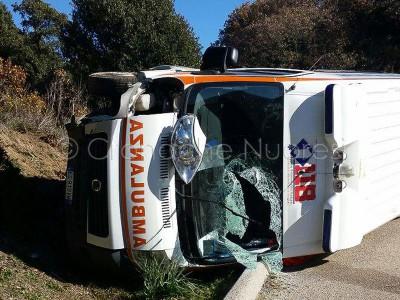 L'ambulanza subito dopo l'incidente