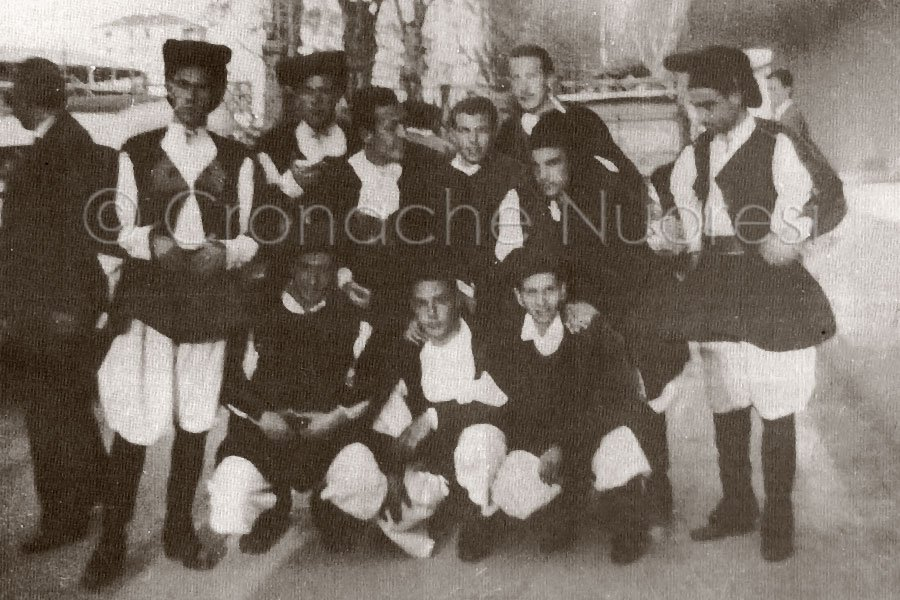"""1954 – 1955. Il Coro di Nuoro al """"Campanile d'oro"""", gara canora tra regioni italiane trasmessa allaradio dallaRAI"""