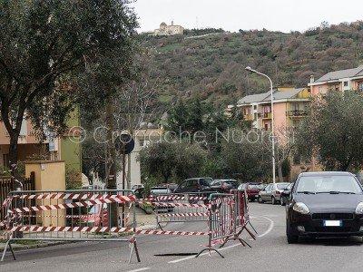 La voragine creatasi in via Mughina (foto S.Meloni)