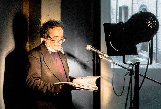 Gavino Poddighe legge Il Giorno del giudizio alla Satta (foto S.Meloni)