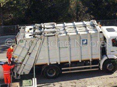 Raccolta spazzatura a Nuoro (© foto Cronache Nuoresi)