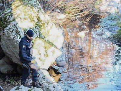 I Carabinieri nel punto in cui è stata soccorsa la donna
