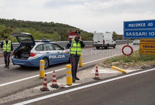 La Polizia stradale regola il traffico sulla 131 (foto S.Novellu)