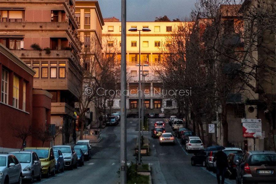 Nuoro, via Manzoni e Il tribunale (foto S.Novellu).