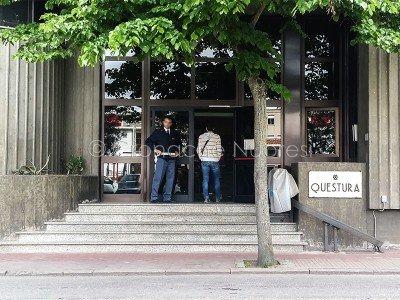 L'ingresso della Questura di Nuoro (foto S.Novellu)