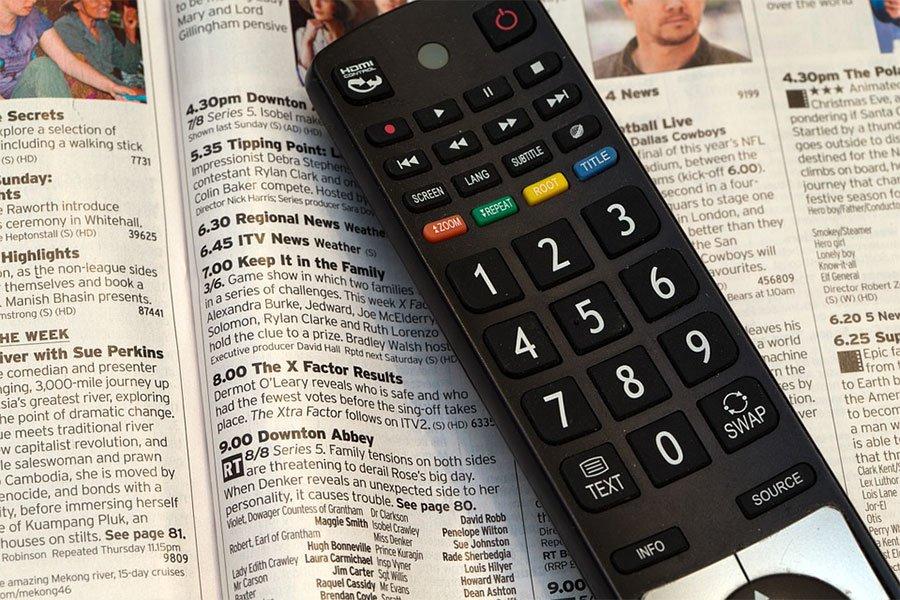Vendono on line un televisore ma non lo consegnano: denunciati per truffa