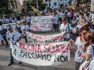 Un momento della manifestazione sulla Buona Scuola a Nuoro (foto S.Novellu)