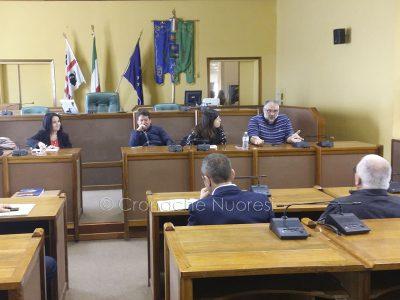 I consiglieri Zedde, Moro, Camarda, e Siotto con i rappresentanti dei commercianti