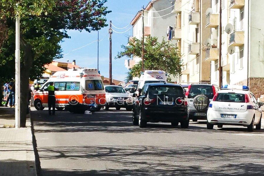 L'incidente verificatosi oggi in Via Martiri della Libertà (foto Cronache Nuoresi)L'incidente verificatosi oggi in Via Martiri della Libertà (foto Cronache Nuoresi)