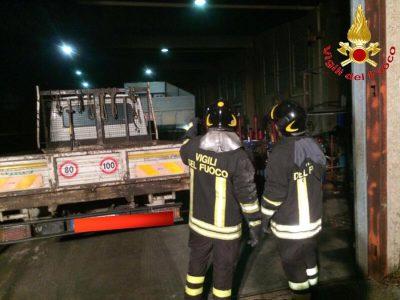Macomer, Vigili del fuoco in azione nell'officina meccanica di Tossilo,