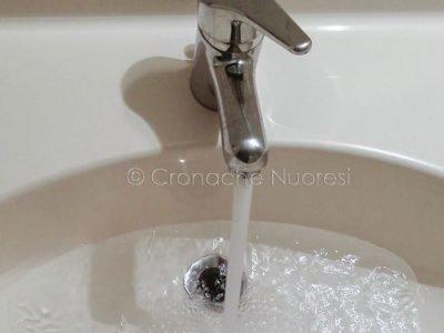 Acqua dai rubinetti di Nuoro (foto S.Novellu)