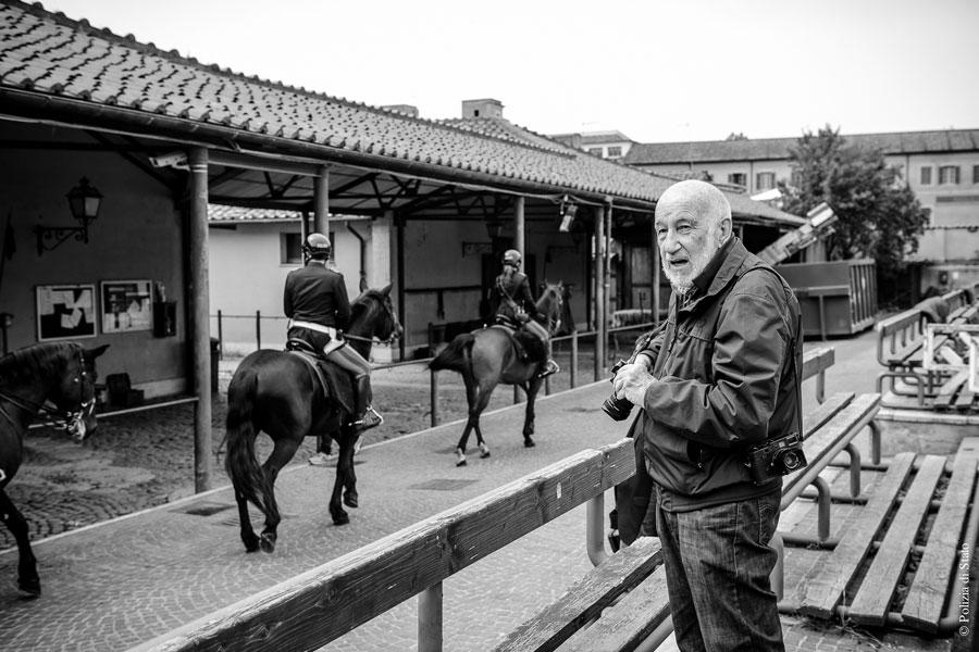 Gianni Berengo Berengo durnate gli scatti per il Calendario della Polizia