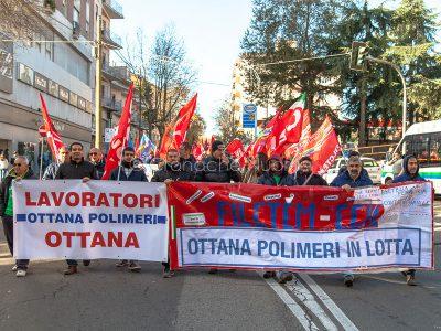 Lavoratori di Ottana Polimeri (foto S.Novellu)