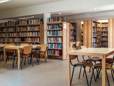 Nuoro, una delle sale consultazione della Biblioteca Satta (foto S.Novellu)