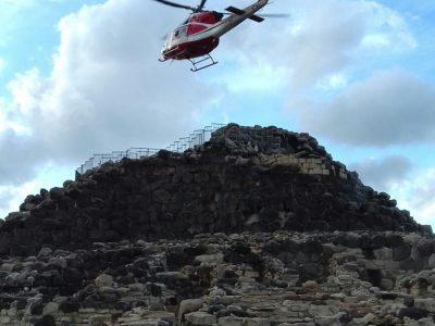 L'elicotttero sopra il complesso nuragico