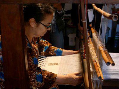 Chiara Vigo al telaio